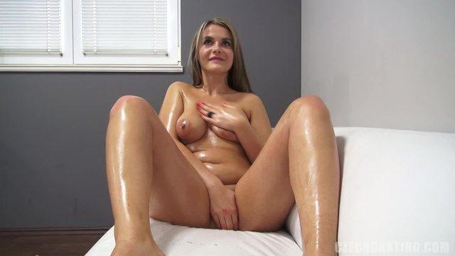 Скромница пришла на порно кастинг