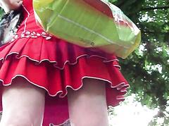 На остановке заглянул под юбку телки