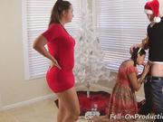Пышная мама с дочкой облизывают молодой крепкий ствол