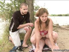 Чувак предложил пузатому мужику трах с его подругой