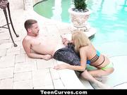 Бесстыжая Chanel Collins прямо в бассейне сношаеться с парнем