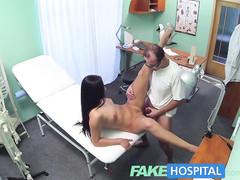 Девушка решила оплатить операцию по увеличению груди натурой