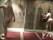 Жирная тетка пошла мыться последней в душ