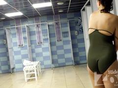 Скрытой камерой снимается то, что обычно скрывает женщина